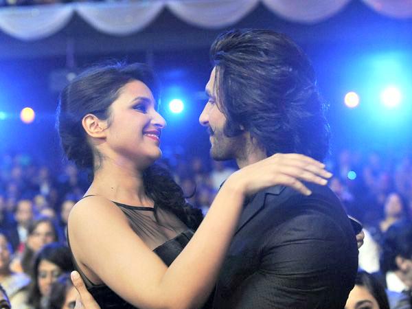 Parineeti Chopra hugs Ranveer Singh