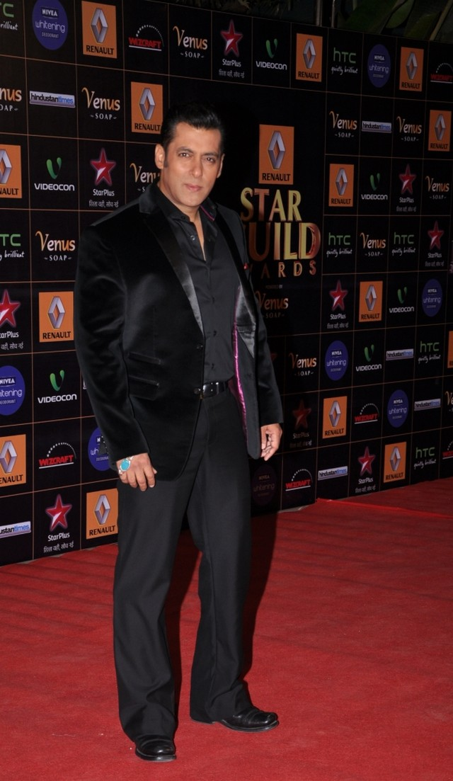 All the red-carpet action from the Renault Star Guild Awards 2013 that were hosted by Salman Khan.