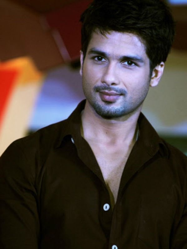 Shahid Kapoor: The sexy hunk won the title of PETA Asia's Sexiest Vegetarian Man for 2011 and also won India's Sexiest Vegetarian Contest in 2009. Shahid has also done ad campaigns for PETA. This man really loves animals.
