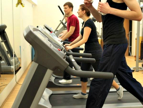 Treadmill is the most popular workout equipment in the gym and otherwise. We rely on the treadmill for a quick weight loss as most of us believe that working-out on a treadmill is the best and easiest way to exercise to keep fit. But there are important questions which one needs to ask. E.g.: How much time should you actually spend on the treadmill? Is it worth buying a treadmill? Do you need to perform other exercises if you run for 20 minutes on a treadmill? We reveal 20 tips that will help you with a treadmill workout.  *Images courtesy: © Thinkstock Photos/Getty Images
