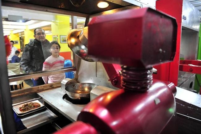 Robots Turn Ramus; Cook & Serve Food in China