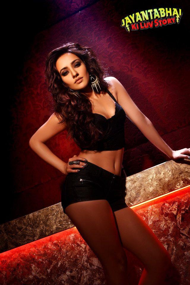 Neha Sharma sizzles in these brand new stills fromJayantabhai Ki Luv Story.