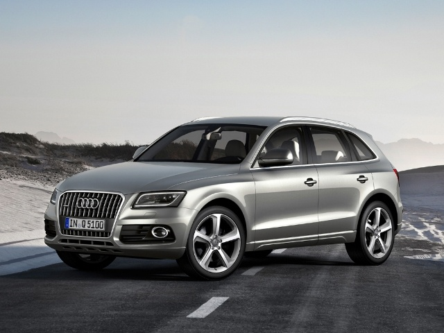The Audi Q5 comes as standard with a seven-speed S tronic twin-clutch transmission.