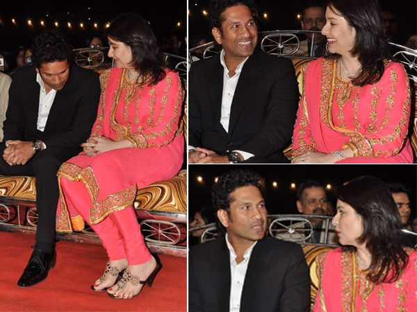 Sachin Tendulkar & Anjali were spotted at the Mumbai police show held on Saturday. These photos clearly show the couple were enjoying each other's company to the fullest. Cute, we think!