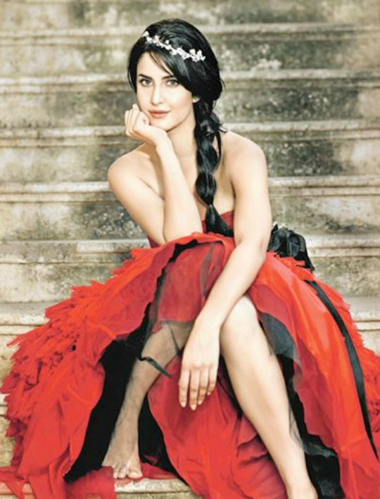 No surprises, super hot Katrina Kaif is at the top spot. Her JTHJ earned Rs 100 crore plus at the BO. Moreover, she became the second most searched Indian actress on the internet with 1.7 crore searches and 9.2 lakh social media fans, along with 12 brand endorsements to her credit. Way to go Kat!