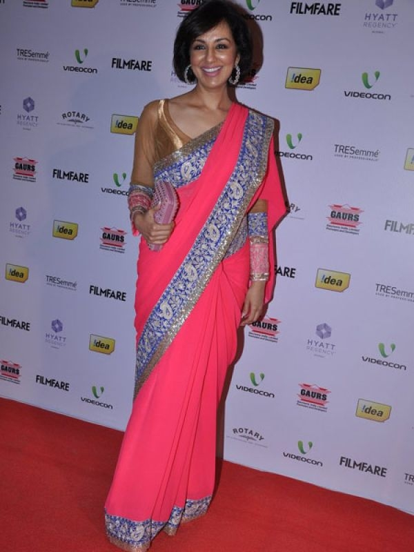 While we genuinely liked the bold pink of Reena Wadhwa's sari, the horrendous blouse with its thick cuffs just killed it.