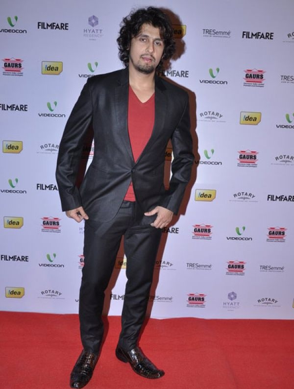 Sonu Nigam did it again. While his suit was okay, the bad hair and hideous shoes were an obvious disaster. And no, they don't bring out your creative side, Sonu!