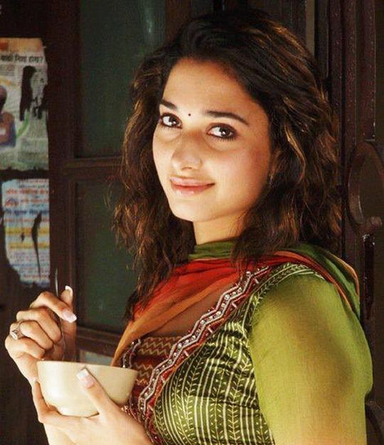 Himmatwali Tamanna's Sexy Stills - Indiatimes.com