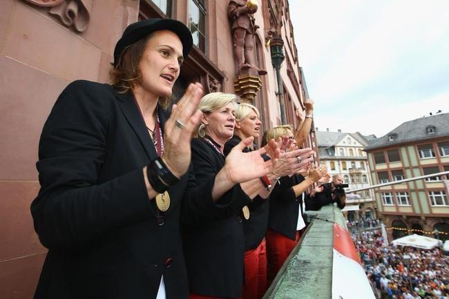 German Divas Feel at Home
