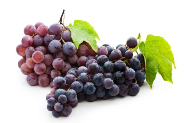 Low Calorie Late Evening Snack # 4: Grapes  Grapes are a great way to keep full and are low in calories. Eat about 30 grapes, because they help treat anaemia, fatigue, arthiritis, gout, rheumatism and only contain 100 calories.