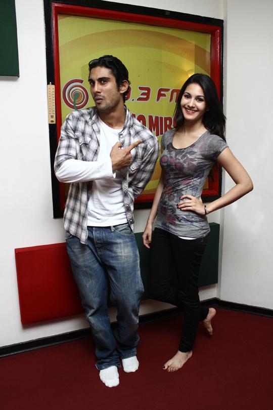 Prateik Babbar, Amyra Dastur at Radio Mirchi studio