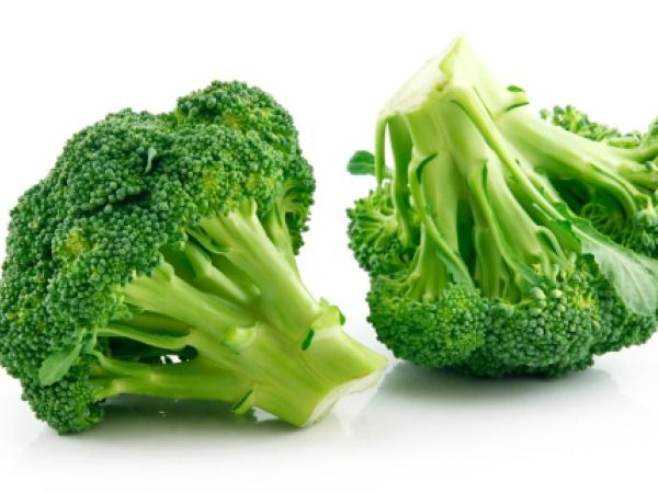 Broccoli:  Sulforaphane present in cruciferous vegetables like cabbage, cauliflower and broccoli can fight cancer. This compound helps to prevent the development of tumours. But the best way to reap the benefits of broccoli is through broccoli sprouts.