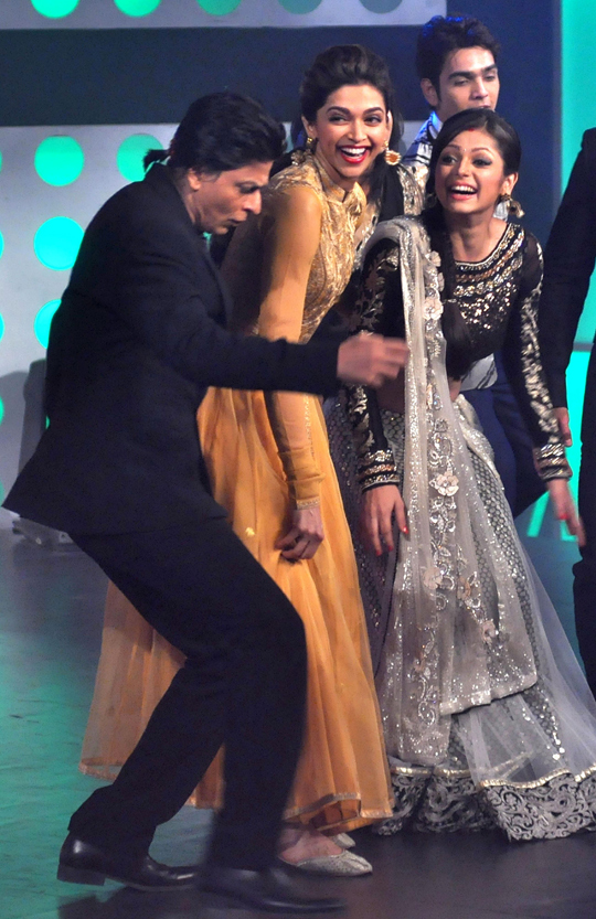 SRK, Deepika on the sets of Madhubala to promote Chennai Express