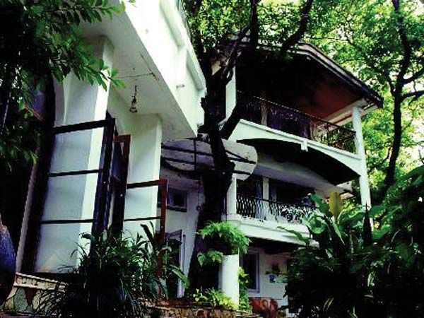 He grew up in the iconic Krishna Raj bungalow in Bandra! Even though he now has a suave three-bedroom duplex apartment in Bandra, the actor comes home to his parents every day.  P.S. Reportedly, Kapoor stated that the family is considering converting Krishna Raj to a 14-storey structure, of which he will occupy the top three floors while his parents will take over the bottom three.