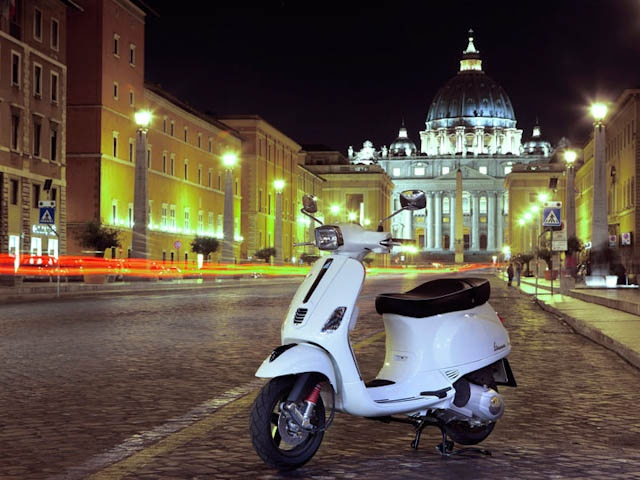 The Vespa S has a unique design that is realized with cutting edge industrial processes to make it sturdy, at the same time providing stability and riding precision