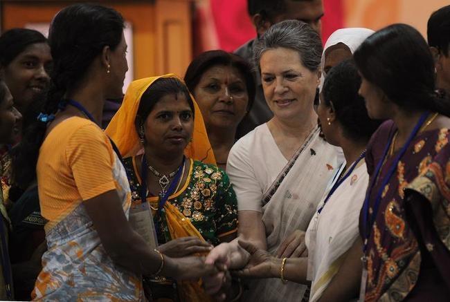 Sonia Gandhi Meets Rural Women