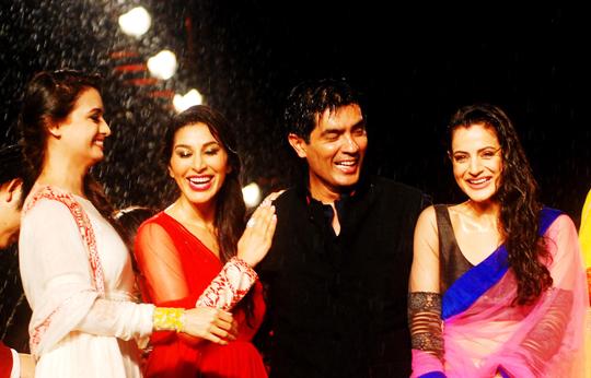 Dia Mirza, Sophie Chaudhary, Manish Malhotra, Ameesha Patel