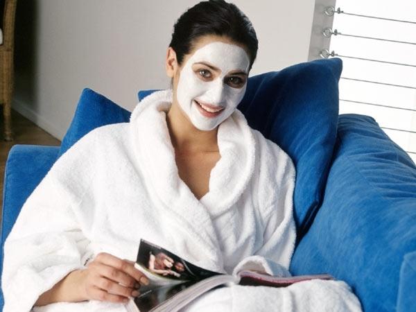 Best Homemade Face Pack for Monsoon # 13: Turmeric mask