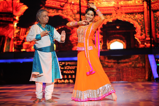 Madhuri Dixit and Pandit Birju Maharaj performed together for the first time on Indian television, on Jhalak Dikhhla Jaa, on 2nd June.