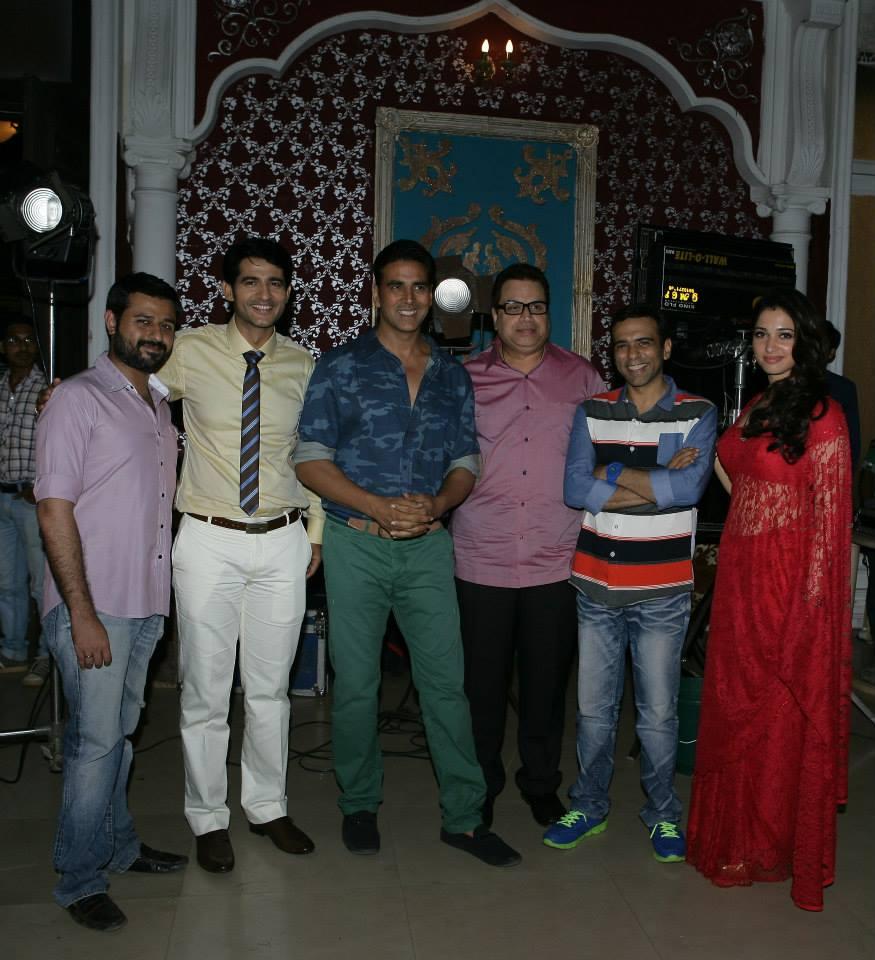 Hitesh Tejwani, Akshay Kumar, Ramesh Taurani, Farhad, Tamanna