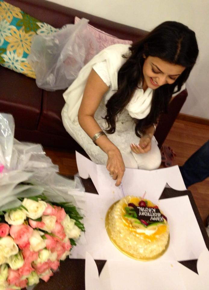Here's a look at Singham hottie Kajal celebrating her birthday with her team in HYD.