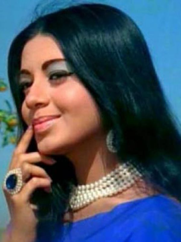 Babita: In her short career span of 19 films, Babita broke many a heart when she got married to actor Randhir Kapoor. Her daughters Karisma and Kareena have made a name for themselves in Bollywood.