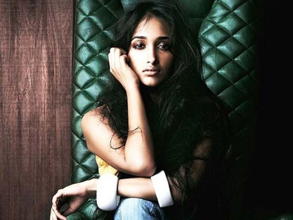 Bollywood can be a scary, and sometimes, lonely place. The suicide of actress Jiah Khan has yet again given us insight into the loneliness and trauma stars suffer. The glitz and glamour is just a facade; what lies beneath the air kisses and lavish lifestyles is far from beautiful. Take a look at some of the most shocking celebrity suicide that were caused due to failed careers and relationships.