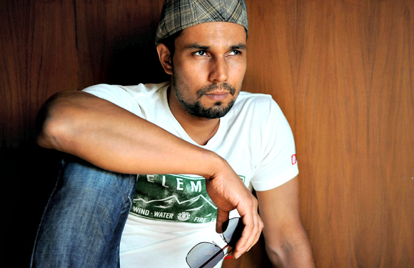 Randeep Hooda - The Bombay Talkies actor also has his handful of degrees hidden behind his acting prowess and strong and silent charm in the industry. His parents had wanted him to be a doctor and get his attention away from sports – which he loved and excelled at in school.