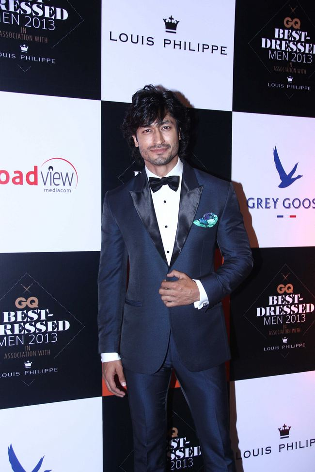 Vidyut Jamwal posed for the shutterbugs at the GQ party.