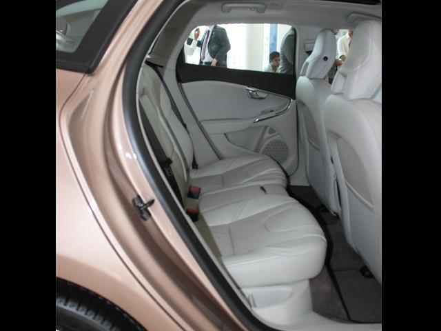 Rear seat leg space