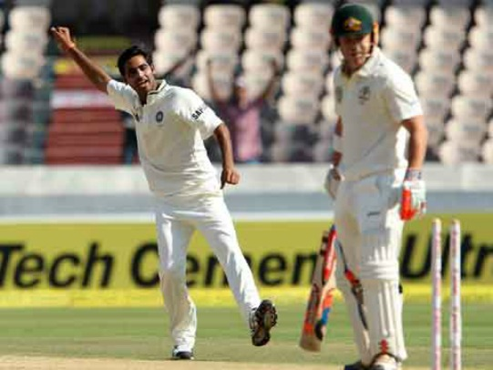 Bhuvneshwar Kumar celebrates the wicket of David Warner