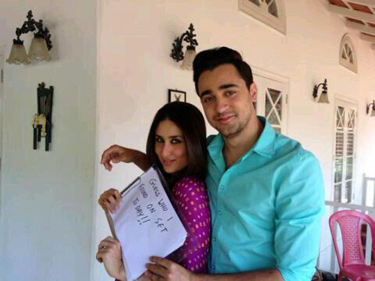 Kareena Kapoor Khan and Imran Khan on the sets of Gori Tere Pyaar Mein.