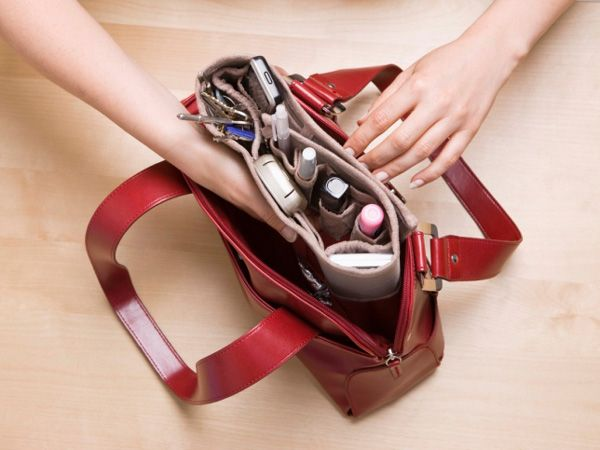 Thought your handbag only stored your most essential items? Well, researchers say most women don't realise the impact of their handbags on their health. Remember that your handbag travels with you wherever you go; gets placed in different places and pick up germs on the way. You'll be surprised to know the health hazards that are lurking in the recesses of your precious bag.