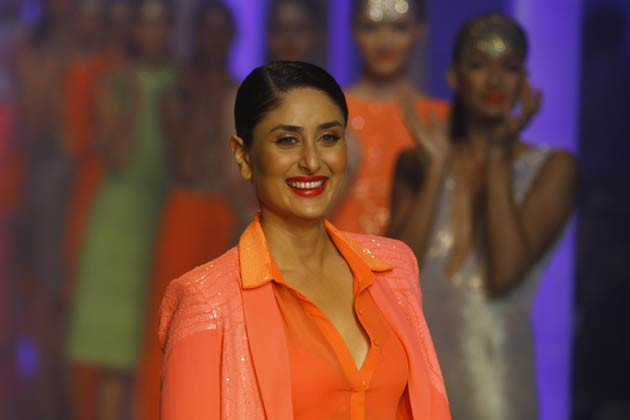 Begum Kareena Kapoor sets the ramp on fire on the last day of fashion week
