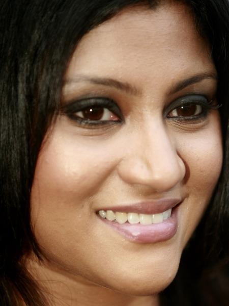Celebrities Who Practise Yoga : Konkana sen Sharma