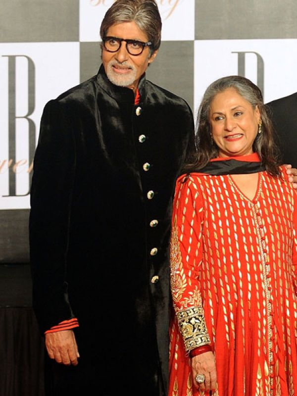 Jaya Bachchan & Amitabh BachchanAmitabh and Jaya Bachchan are definitely one of the most spoken about and renowned couples in Bollywood. However, the 70-year-old superstar seems to have kept himself in much better shape than his wife. Jaya definitely looks older than him!