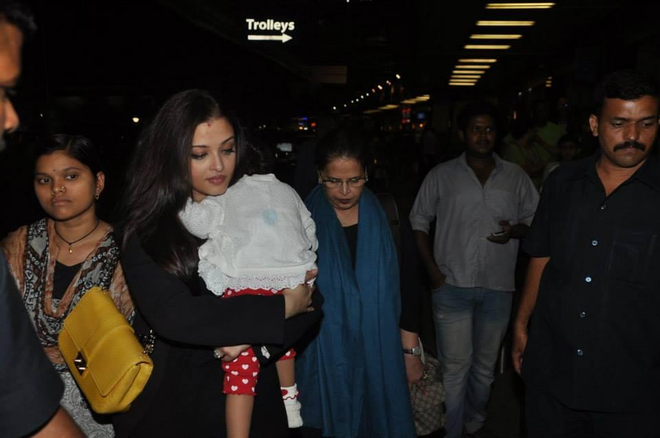 Aishwarya Rai Bachchan with daughter Aaradhya at Mumbai airport