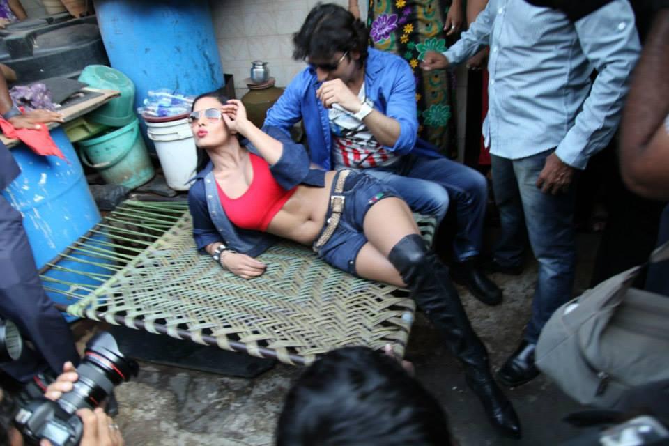Veena Malik meets prostitutes, distributes condoms, at Mumbai's red light area.  Courtesy: Veena Malik