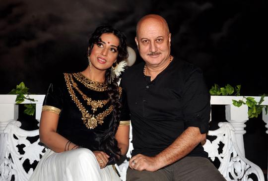 Mahie Gill, Anupam Kher