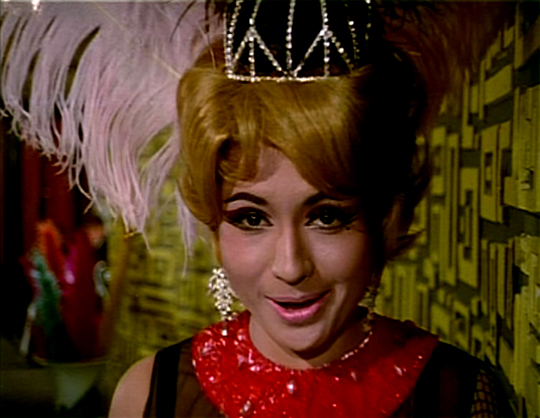 HELEN -The ultimate cabaret seductress of her time, a blonde Helen grooving to the tempting tunes of Hello Everybody made everyone drool, in Ek Shrimaan Ek Shrimati (1969).