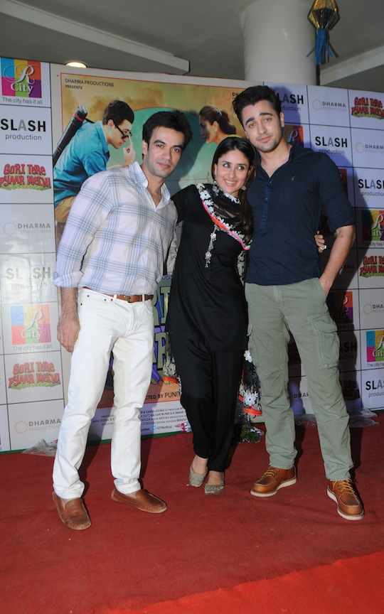 The team of Gori Tere Pyaar Mein promoted their upcoming release at a mall in Mumbai