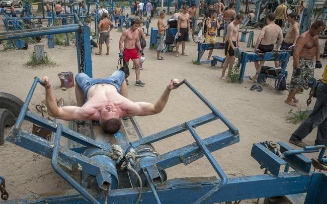 Makeshift Gym in Ukraine