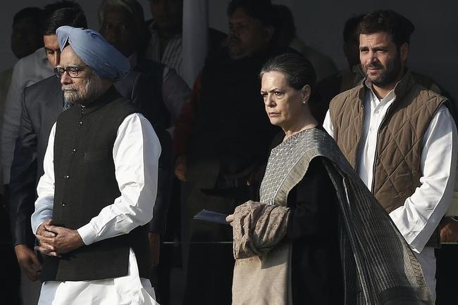 Manmohan Singh, Sonia Gandhi, Rahul Gandhi pay respect at Shakti Sthal in New Delhi