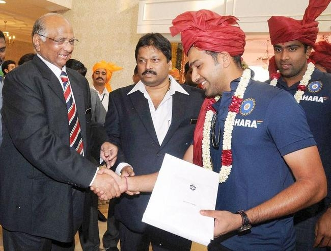 Sharad Pawar with Rohit Sharma and Ravichandran Ashwin