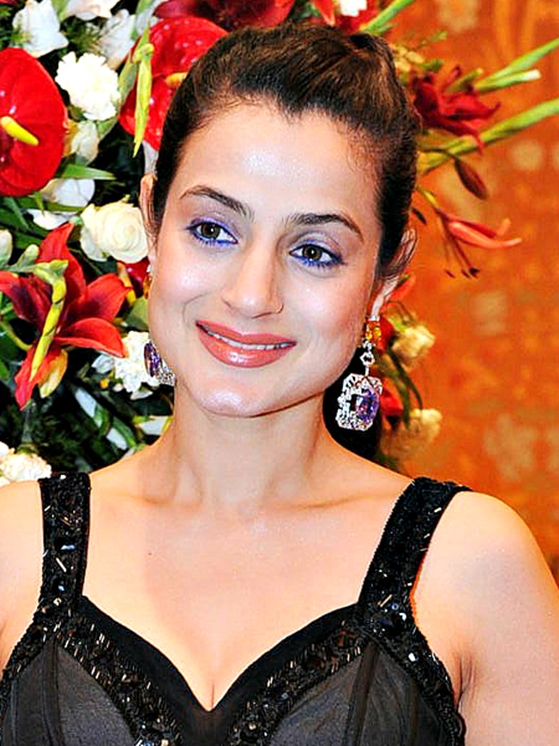 Ameesha Patel: Do you know the buxom beauty Ameesha Patel is only 5 feet 2 inches tall? For such a tiny body, that face is rather big, don't you think?