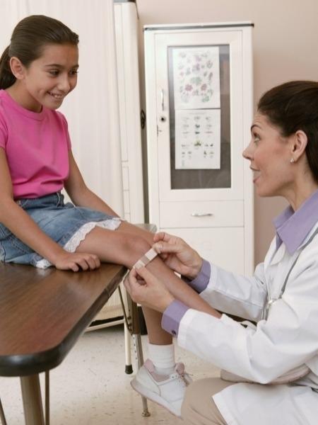 Bone Health: Juvenile Arthritis, Symptoms And Home Remedies Symptoms of juvenile arthritis may include