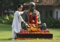 Nation remembers Gandhi on birth anniversary