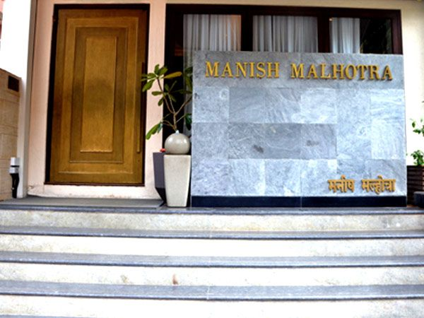 Known most for his Bollywood clientele and front row bigwigs at fashion weeks, show-stopping celebrated designer Manish Malhotra has now marked a second address in Mumbai. Located at Khar West, we survey the premises to unravel what one can expect from the new retail store.
