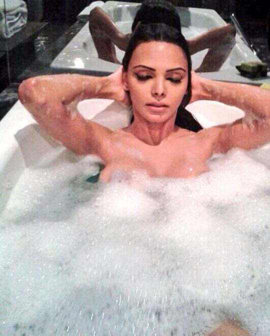 Sherlyn's tweet on 17th October - Happiness is taking a long hot bubble bath.. ;) #ILuvBathTime