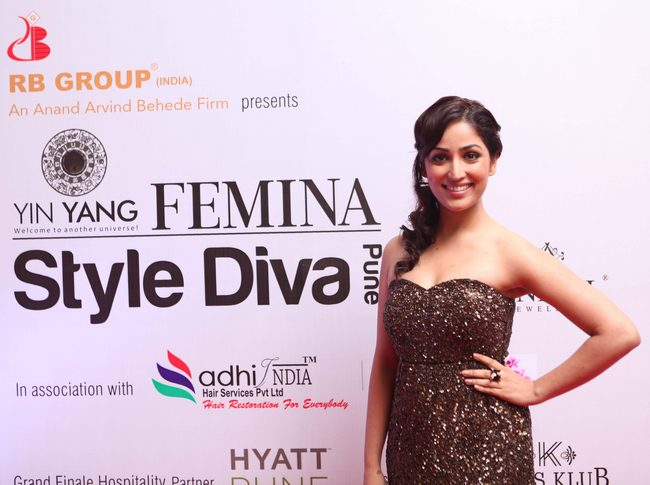 Yami Gautam shimmered in a strapless Natasha Dalal mini at Femina Style Diva Pune.